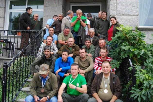 Los participantes de la final gallega con jueces y acompañantes.