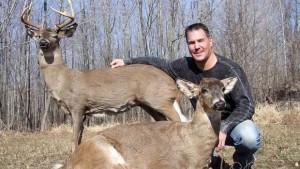 Brian Wolslegel responsable ciervos roboticos copy Custom Robotic Wildlife