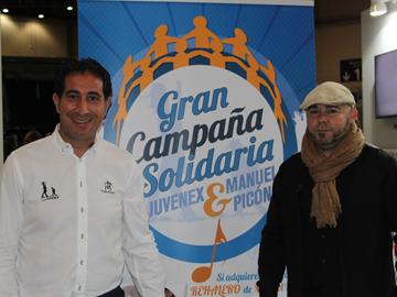 Firma de la campaña solidaria JUVENEX-Manuel Picón.