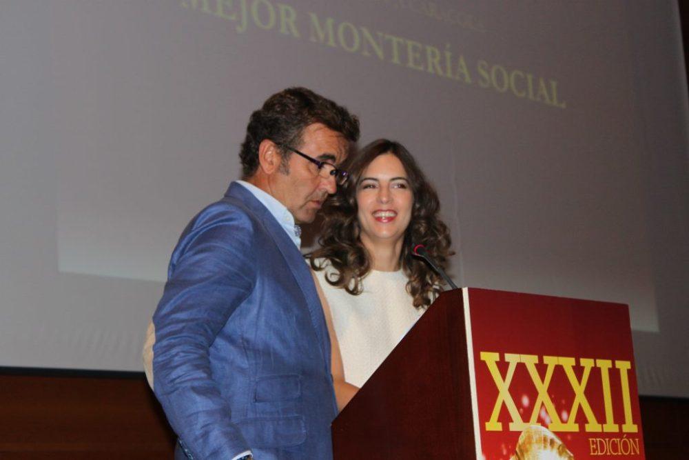 Los presentadores Antonio Montero y Olivia Aranda.