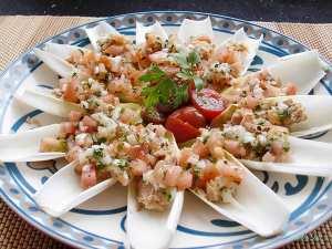 Endivias-con-vinagreta-de-tomate-y-atún