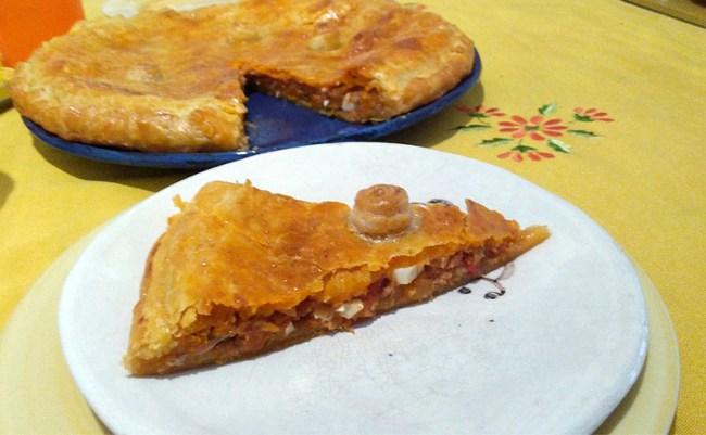Empanada de atún, tomate y huevo