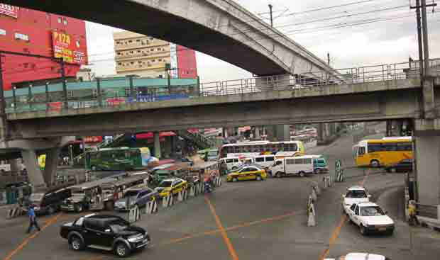 DOTr wants you to believe its transfer to Clark will decongest traffic in Metro Manila