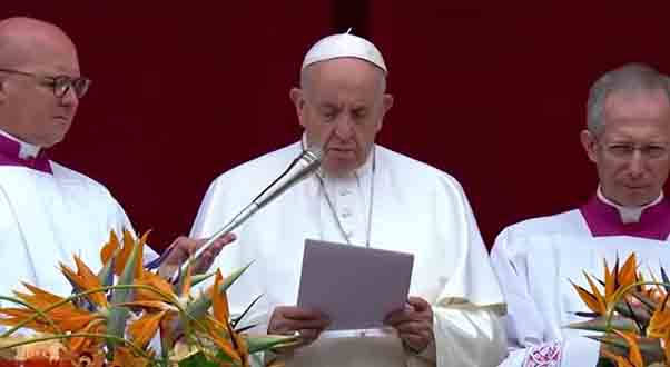Pope Francis, after his Urbi et Orbi appearance, breaks the news about the deadly atacks on Christian churches in Sri Lanka.