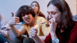 Best Selling Cannabis - Must try these Ganjaexpress Strains for chilling with friends.