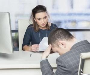 Como devo me comportar em uma entrevista de emprego?
