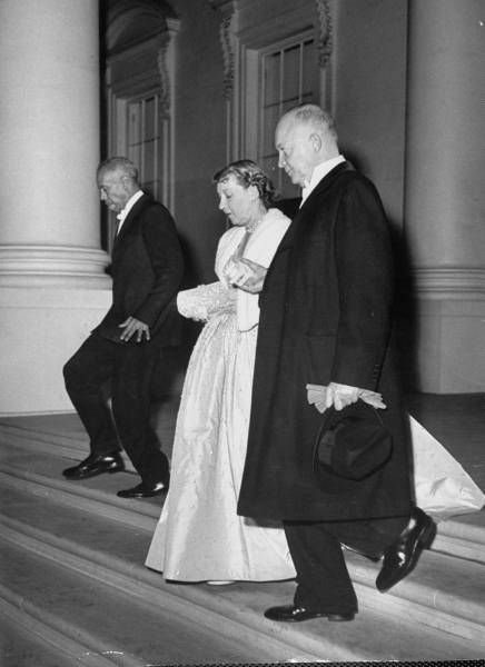 eisenhowers-on-way-to-inaugural-ball