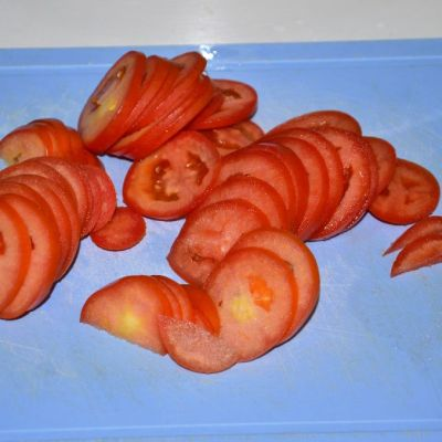 21-cut-the-tomatoes-for-thin-slices