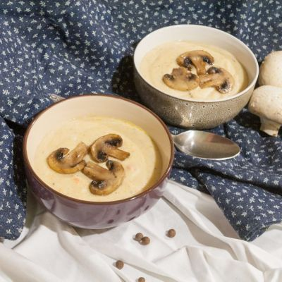 Creamy soup with celeriac and mushrooms