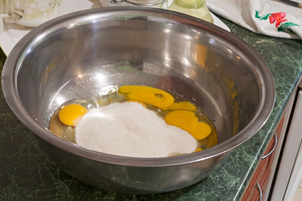 Adding  the measured sugar to the eggs