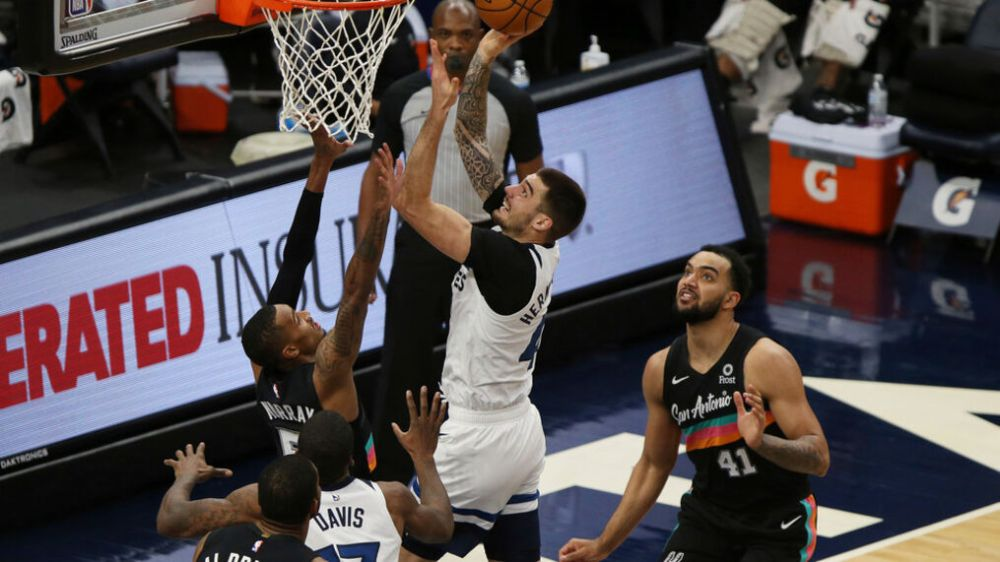 Timberwolves snap 7-game skid with win over the Spurs 96-88 | KEYE