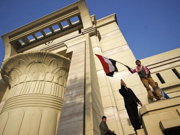 Egypt's highest court suspends work in protest - CBS News