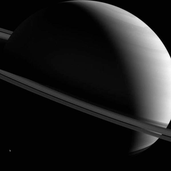 NASA Cassini probe captures stunning Saturn photo - CBS News