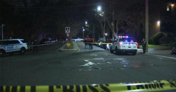 Off-duty correction officer fatally shot in Brooklyn - CBS ...