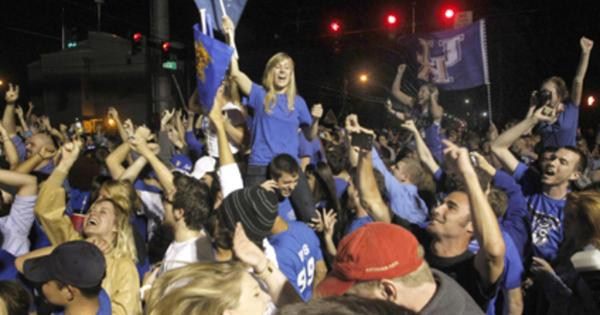 Gunfire, bonfires mar Kentucky's NCAA win - CBS News