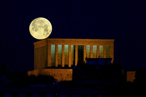 """The full moon, known as the """"Super Flower Moon"""", can be seen over the Anitkabir in Ankara"""