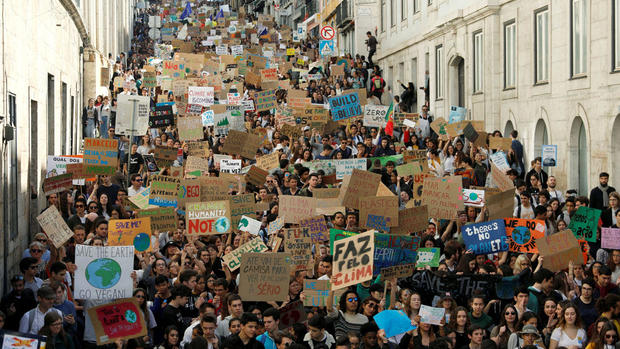 Students from all over the world march against inertia on climate change