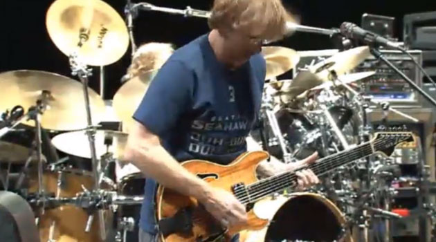 Trey Anastasio wore a customized Nike/Seahawks/Phish shirt Friday. (LivePhish.com)