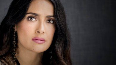 Salma Hayek muestra disgusto por la Barbie de Frida Kahlo