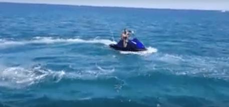 VIDEO: Explota moto acuática con un menor y un adulto a bordo