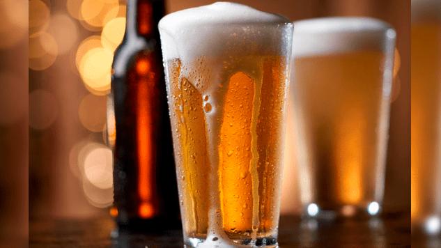 Estudio afirma que mientras más cerveza bebes, más fiel eres -
