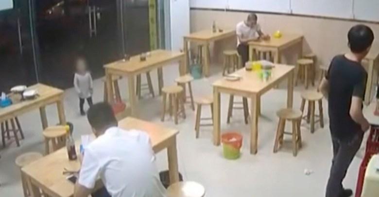 Padre empeña a su hija con el dueño de un restaurante por no tener dinero para pagar