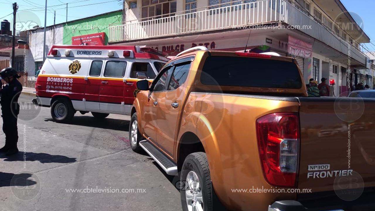 Una mujer resultó con diversas heridas tras ser atropellada en la calle Moctezuma, en el municipio de Zitácuaro