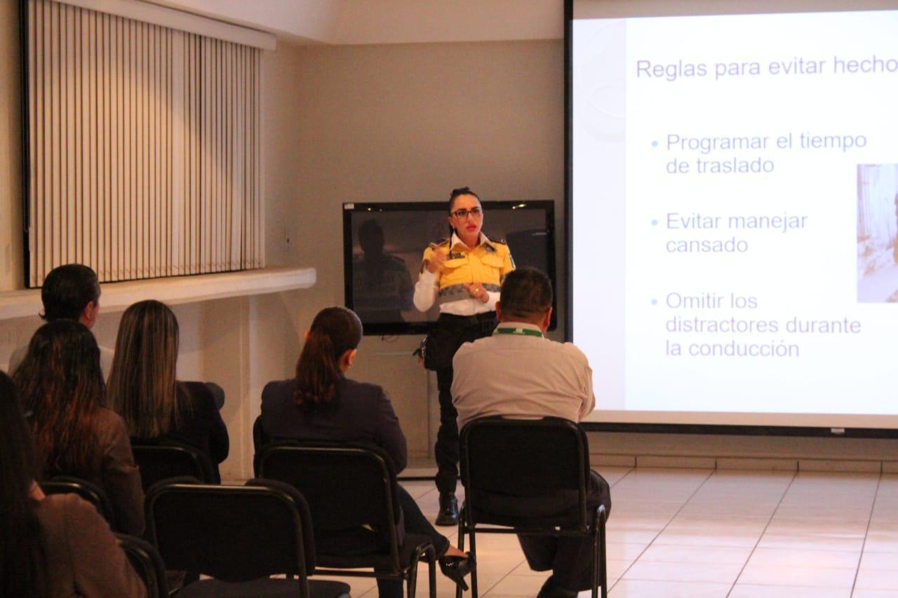 Fomentan cultura vial en trabajadores de la CFE