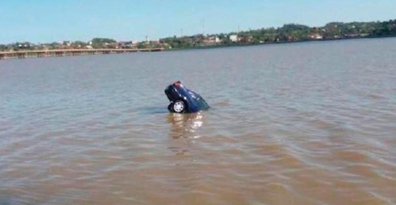 Grupo de personas se une para rescatar a una mujer que iba a ser tragada por un río