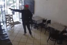 VIDEO: Hombres armados asaltan un restaurante de Azcapotzalco