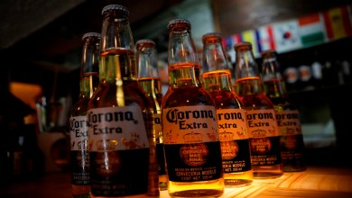 Ahora podrás pagar tus cervezas con botellas de plástico