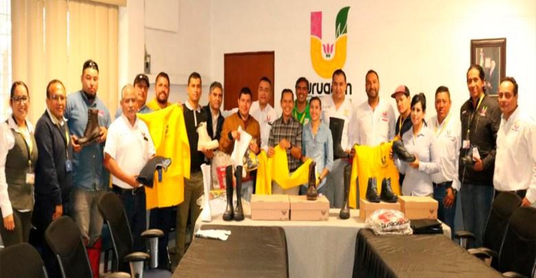 Entrega Gobierno Municipal 402 paquetes de uniformes al SUTEM