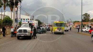 Choque automovilístico frente a Villas del Pedregal deja a una mujer lesionada