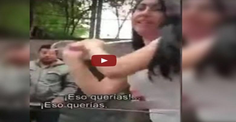 Video: Lady Piñata; destroza parabrisas de un auto tras leve choque