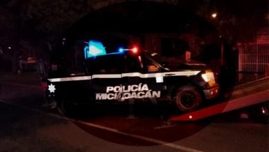 Volcadura de patrulla deja un oficial muerto y 8 lesionados