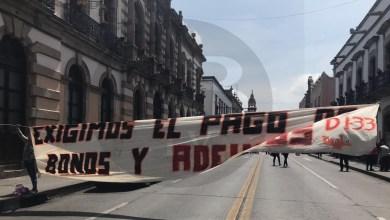 SNTE bloquea Av Madero por falta de pagos
