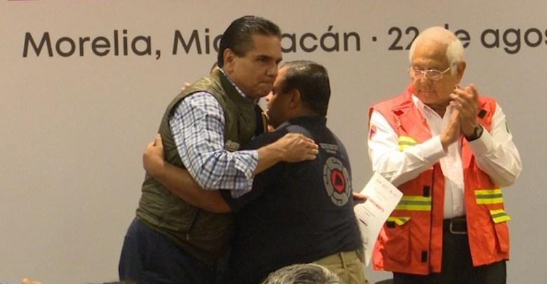 Silvano Aureoles Conejo reconoce las labores realizadas por bomberos y rescatistas de Michoacán
