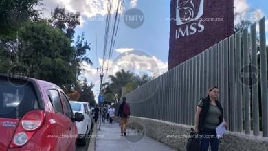 Photo of Derechohabientes se quejan de los automovilistas que estacionan frente al IMSS