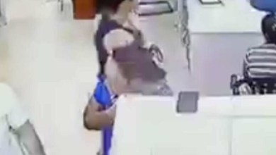 Photo of VIDEO: Mujer roba celular de médico que atendía a su hermano