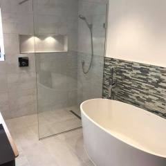 2 Fall Wet Room Freestanding Bath – Little Eversden