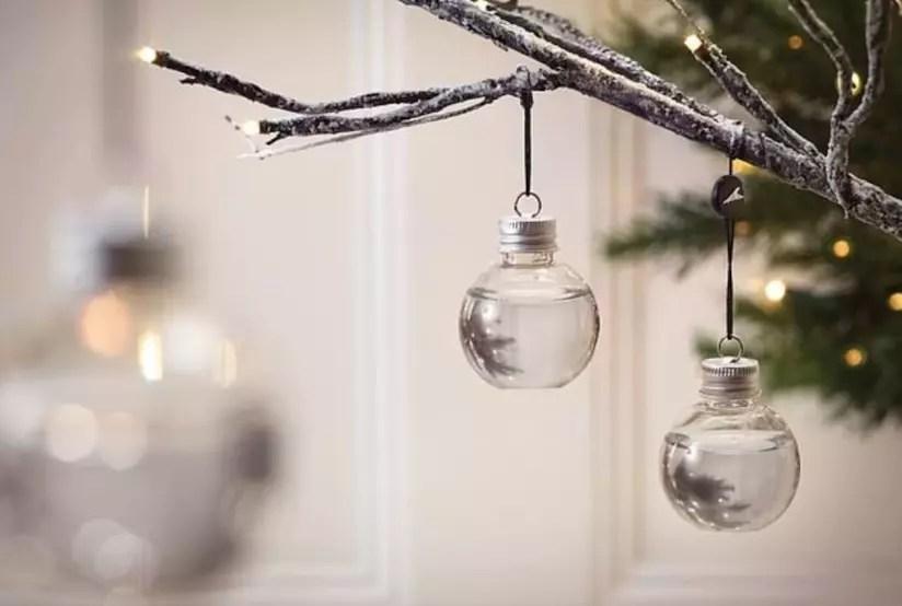 Le Palle Di Natale Piene Di Gin Sono La Decorazione Must