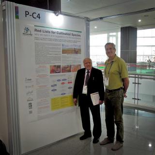 Stefano Padulosi meets Professor M.S. Swaminathan at the IUCN World Congress.