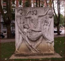 Fig. 6 Enrique Barros, Medio relieve exento que formaba parte del «Monumento a los Caídos», Bilbao (2009).
