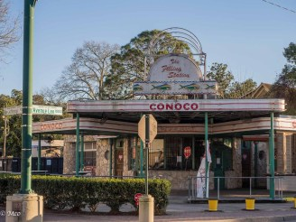Re-purposed Conoco Station, now restaurant