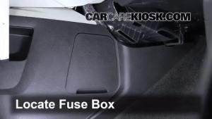 Ubicación de caja de fusibles interior en Chevrolet