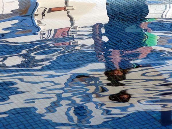 Abstracto com reflexão numa fonte em Castro Marim