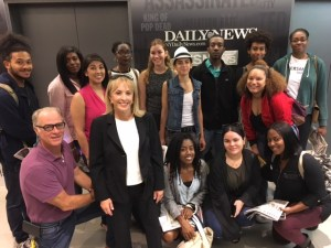Professor Barbara Nevins Taylor and City College journalism class at the Daily News