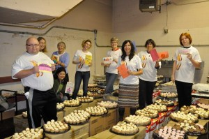 trc-cupcake-volunteers