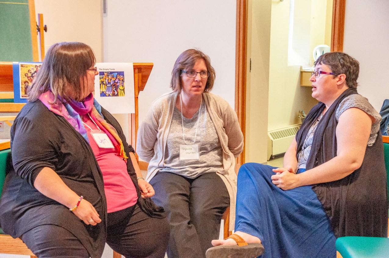 LoP students Jennifer and Dyanne chat with CCS grad Melanie