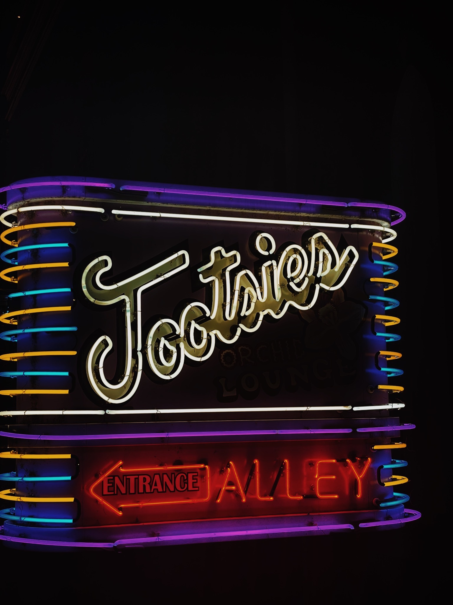 My 9 Favorite Nashville Bars